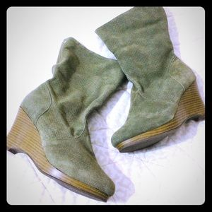 NEW Suede wedge boots